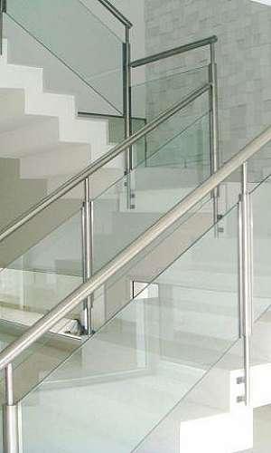 Corrimão de aluminio branco com vidro