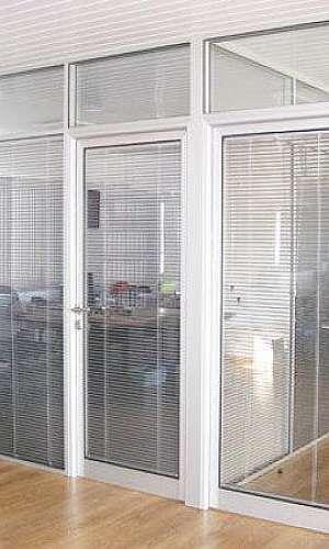 Divisória em alumínio e vidro para escritório