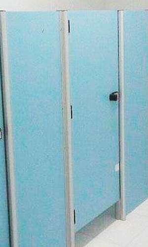 Divisórias para banheiros coletivos