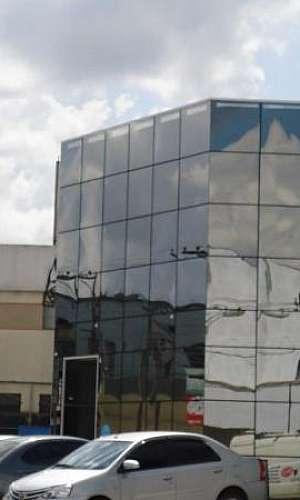 empresa de pele de vidro espelhado