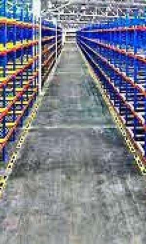 Estrutura de armazenagem porta paletes
