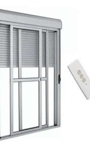 Porta com persiana automática