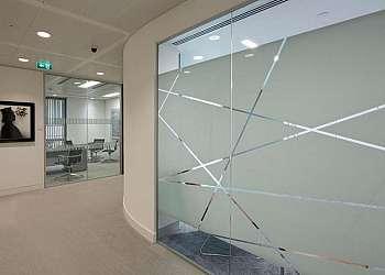 Muro de vidro jateado